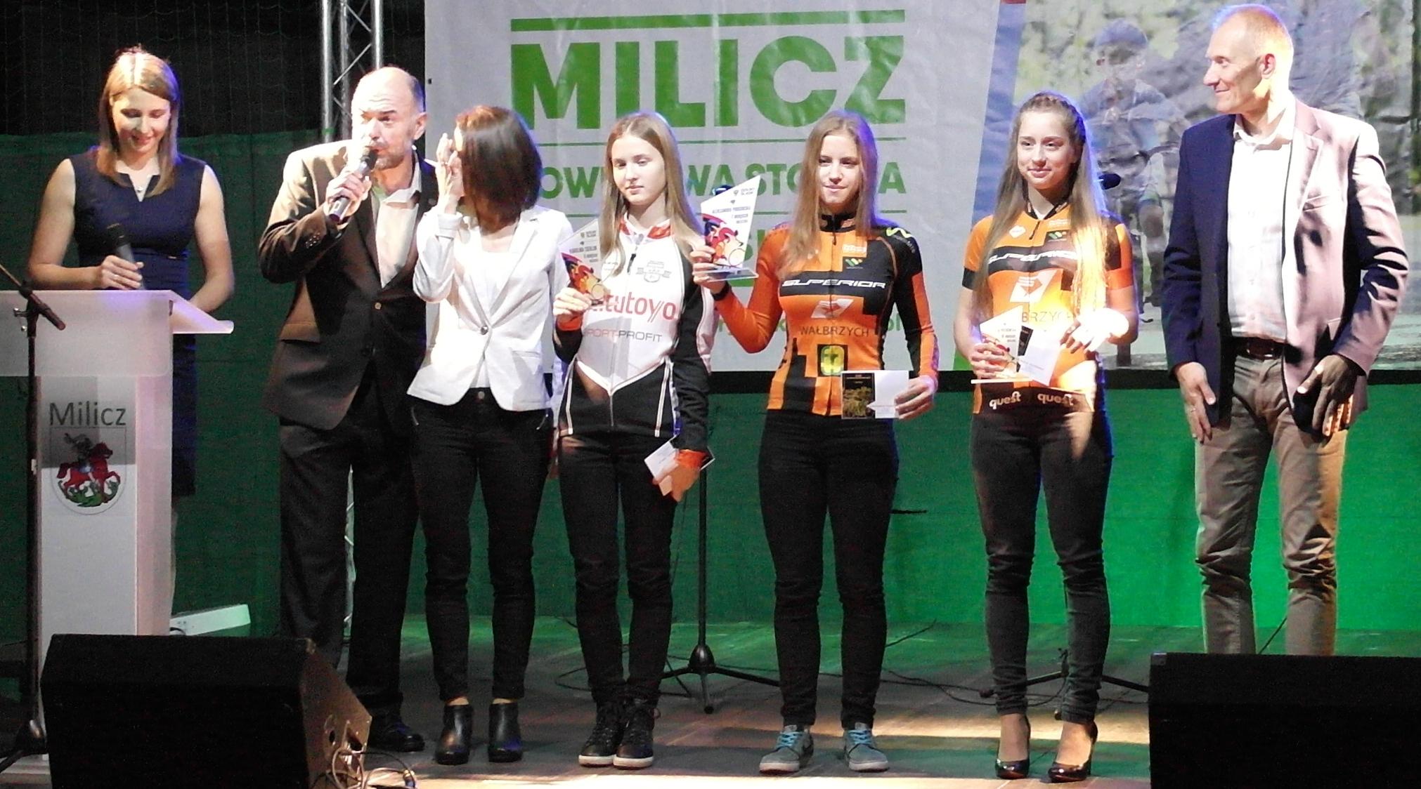 Karolina Cierluk 2. miejsce orliczka - w jej imieniu nagrodę odbiera Hania