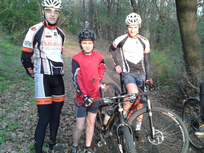 Trener Kamil i Grzegorz rozpoczynają zajęcia z Dominikiem (na zdj. 14 lat)